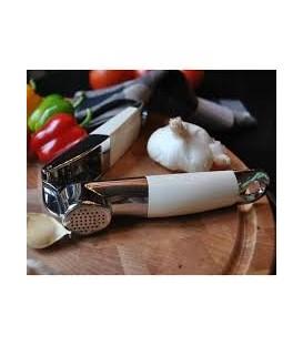 Пресс для чеснока кремовый KitchenAid KG132AC